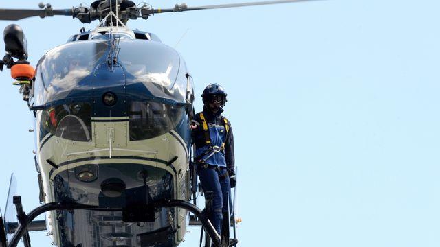 L'opération de secours a nécessité plusieurs appareils et de nombreux sauveteurs. [Jean-Pierre Clatot - AFP]