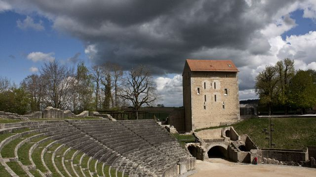 Les majestueuses arènes romaines d'Avenches [Olivier Schwegler - RTS]