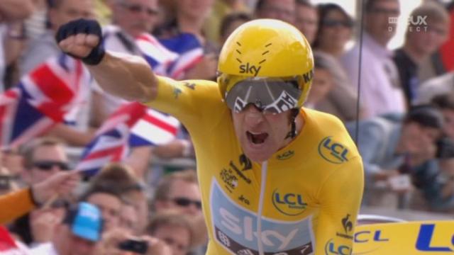 19e étape (Bonneval - Chartres, 53,5 km clm ): l'arrivée de Christopher Froome (GBR), suivi par le maillot jaune Bradley Wiggins, son coéquipier et compatriote, brillant vainqueur du chrono.