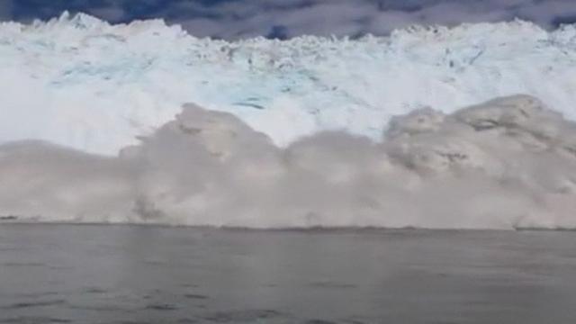 Séquences choisies - Un iceberg se brise au Groenland