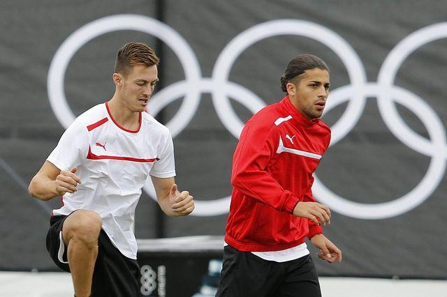 """François Affolter et Ricardo Rodriguez devront se """"contenter"""" de 80'000 francs pour l'équipe en cas de titre olympique.  [PETER KLAUNZER  - Keystone]"""