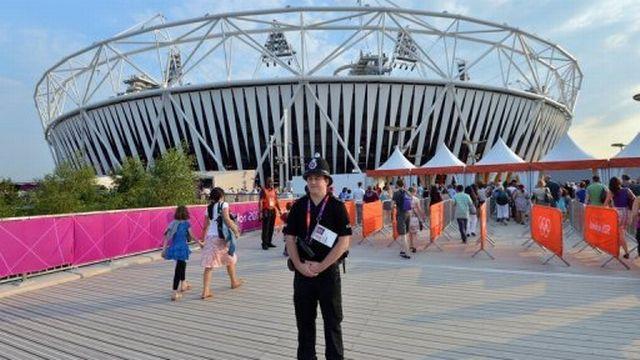 Un policier devant le stade principal des Jeux Olympiques de Londres, le 25 juillet 2012 [AFP]