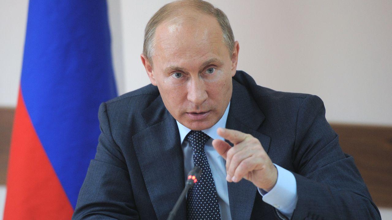 La loi promulguée samedi par Vladimir Poutine vise officiellement les sites contenant de la pornographie à caractère pédophile, faisant la promotion de la consommation de drogue ou donnant des conseils pour se suicider. [RIA-NOVOSTI/ ALEXEY DRUZHININ - AFP]