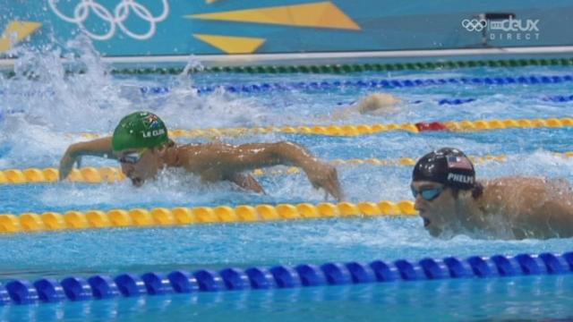 Natation: 200m papillon messieurs. Incroyable Chad Le Clos! Le Sud-Africain vole la médaille d'or à Michael Phelps (USA) sur les derniers mètres.