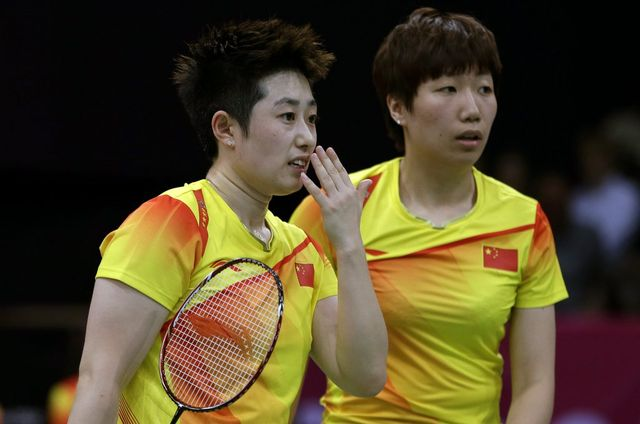 Yu Yang (à gauche) et Wang Xiaoli ont-elles fait exprès de perdre leur match? Le doute est de mise... [Andres Leighton - Keystone]