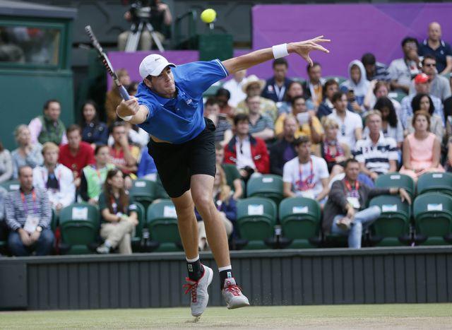 Trop court malgré sa taille, le géant américain n'a pas pu faire douter Federer. [Stefan Wermuth - Reuters]