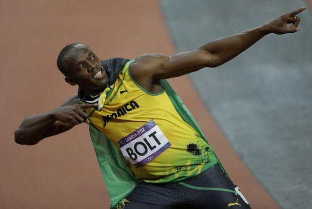 Usain Bolt prend sa fameuse pose. La conservation de son titre olympique le valait bien. [Matt Slocum  - Keystone]