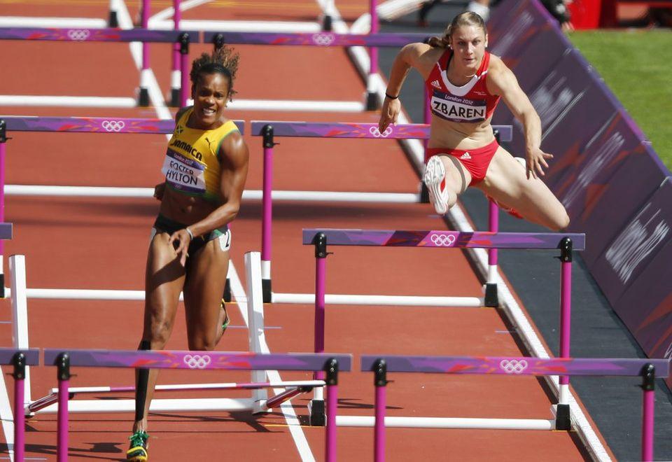 Noemi Zbären a couru dans la série de la Jamaïcaine Brigitte Fostzer-Hylton, qui a touché une haie avant d'empiéter sur le couloir de la Bernoise. [DIEGO AZUBEL - Keystone]