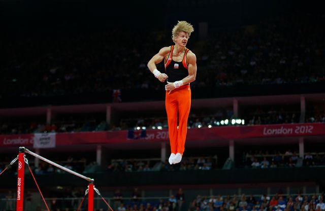 Epke Zonderland a mis le feu à la North Greenwich Arena avec son superbe exercice à la barre fixe.  [Mike Blake  - Reuters]