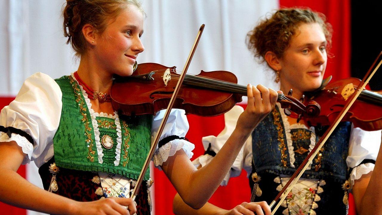 Les élèves suisses bénéficient d'un plus grand nombre de leçons de musique que leurs pairs des autres pays selon la conseillère Isabelle Chassot. [KEYSTONE/Fabrice Coffrini - Keystone]