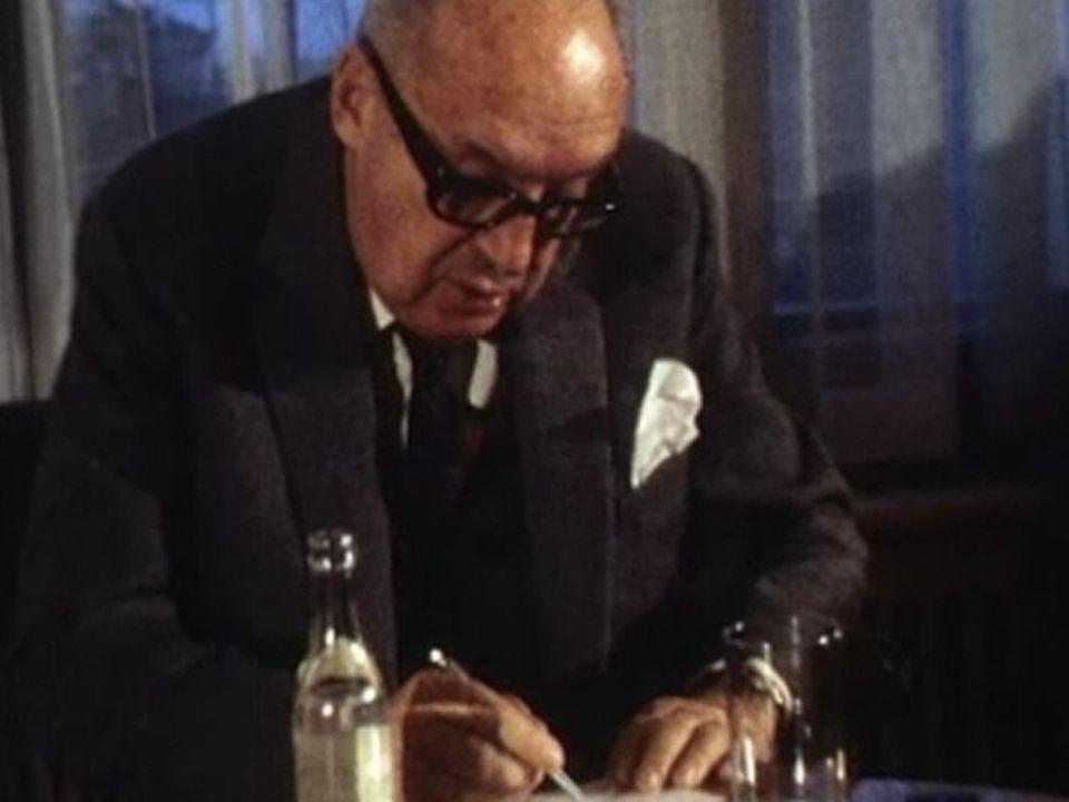 Vladimir Nabokov en 1975. [TSR 03.02.1975 (La voix au chapitre: Les écrivains de Monique Jacot)]