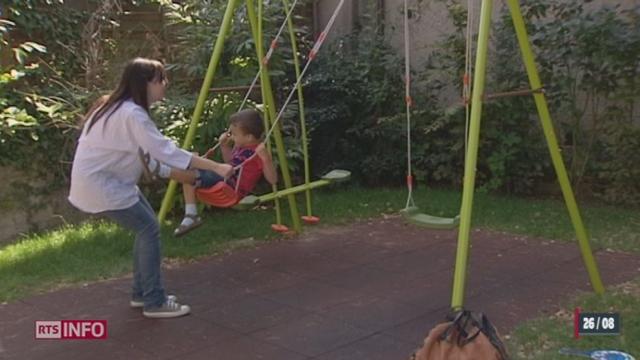 Atteint d'autisme, le fils de la comédienne Natacha Koutchoumov suit tous les jours une méthode d'apprentissage particulière au Centre O.V.A de Gland (VD)