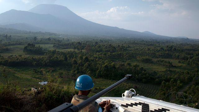 Un soldat de la MONUSCO en poste près de Kibati en République démocratique du Congo (13 août 2012). [Michele Sibiloni - AFP]