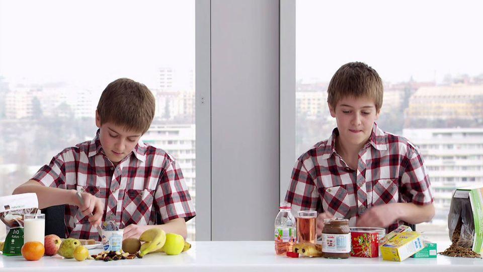 Pour être bien dans son assiette, les bons choix alimentaires se font dès l'enfance. [RTS]