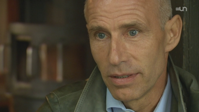 Reportage: Yves Rossy, au plus près du ciel - Faut pas croire - TV - Play RTS - Radio Télévision Suisse - 640