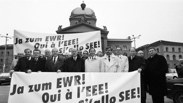 La campagne sur l'EEE avait déchaîné les passions en Suisse en 1992. [Str - Keystone]