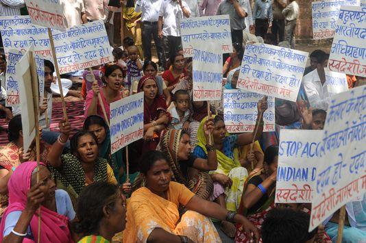Des Indiens avaient manifesté le 10 juillet à New Delhi contre Novartis qui revendiquait un brevet pour le Glivec, un médicament contre le cancer. [RAVEENDRAN - AFP]