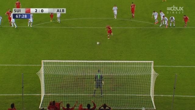 Qualifications (zone Europe). Gr. E (2e journée): Suisse - Albanie. 67e minute: faute sur Stocker, penalty! Gökhan Inler inscrit le 2-0 (68e)