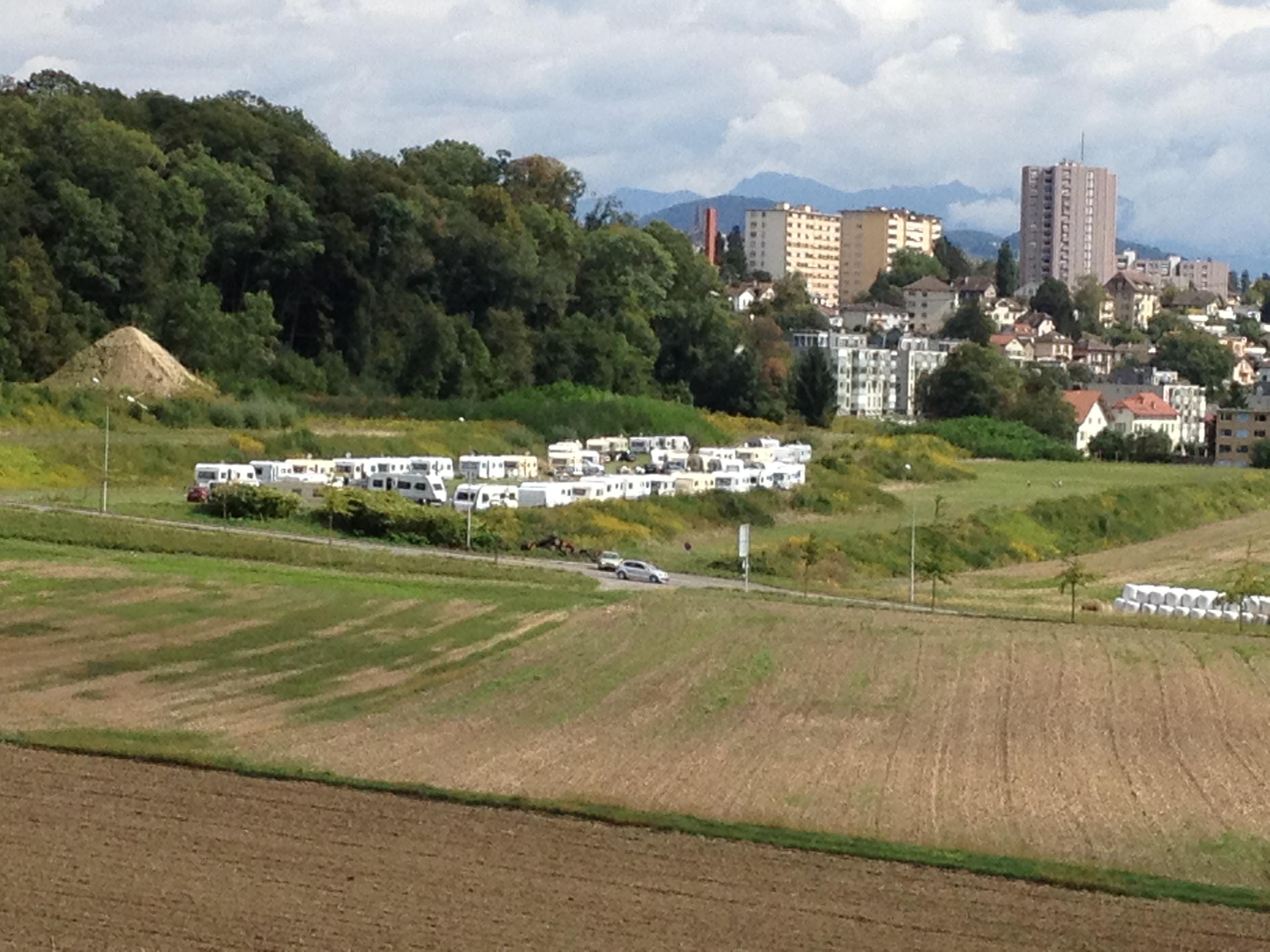 Quelque 40 caravanes expuls es du canton de vaud vers for Construction piscine fribourg