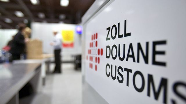 La douane à l'aéroport de Zurich. [Gaetan Bally - Keystone]