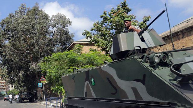 A Beyrouth, l'armée libanaise a déjà pris position devant le consultat, l'école et la faculté médicale français. [Joseph Eid - AFP]