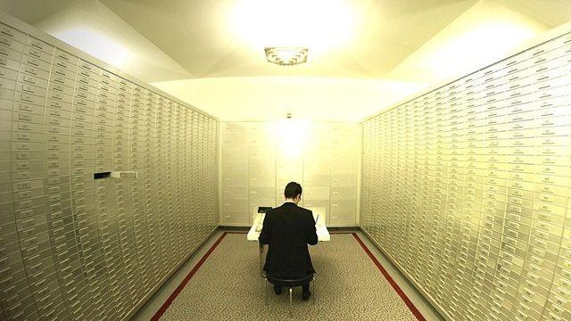 Le Conseil fédéral assouplit le secret bancaire en Suisse. [Reuters]