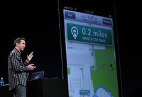 Scott Forstall, senior vice-président de l'iOS d'Apple, présente la nouvelle application cartographie en juin 2012 à San Francisco. [Justin Sullivan - Getty Images/AFP ]