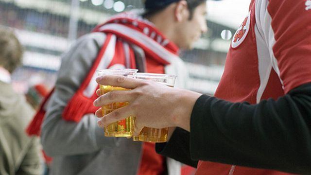 Il faut limiter la vente d'alcool dans les stades de foot et de hockey