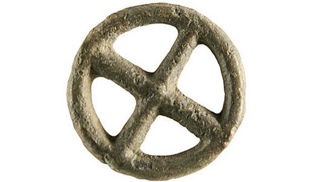 De nombreux exemplaires de rouelles ont été retrouvés mais leur fonction reste mystérieuse.