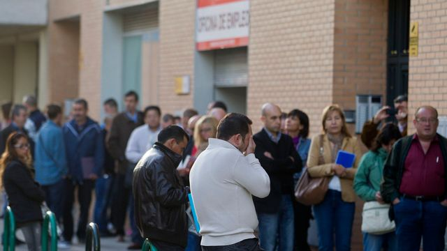 D'après le BIT, les cures d'austérité imposées aux pays en crise ne permettent pas de lutter contre le chômage de masse, comme ici en Espagne. [Paul White - Keystone]