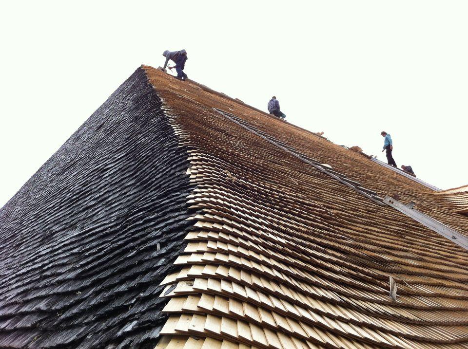 Un toit en tavillons.