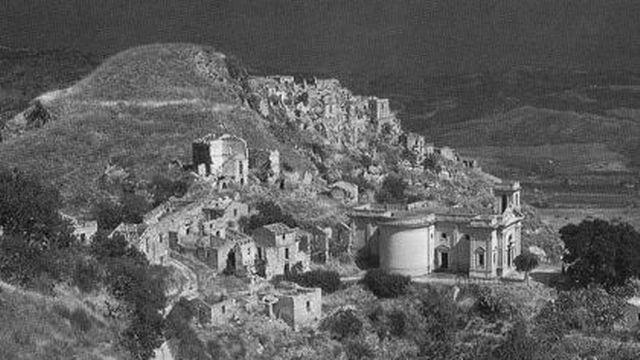 Calabre, village de Ferruzzano [carte postale]