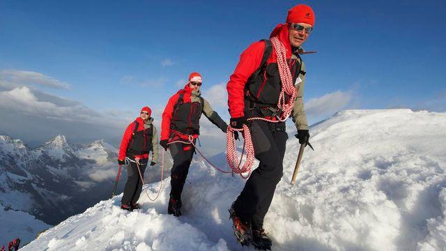Des vêtements de sport et de haute montagne suisses, dont Mammut, contiendraient des composés nocifs pour les humains et l'environnement. [Stefan Schlumpf - Keystone]
