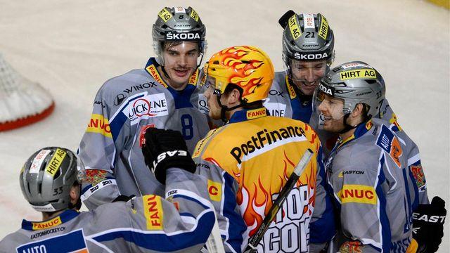 Après Fribourg, Bienne s'est offert le champion en titre. [LAURENT GILLIERON  - Keystone]