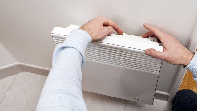 Les chauffages électriques privés sont dans le collimateur, y compris au niveau fédéral. [Stéphane Ouzounoff - Photononstop/AFP]