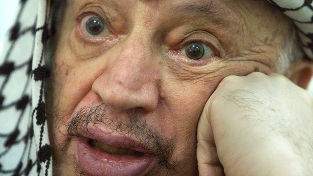 Yasser Arafat est décédé à Paris le 11 novembre 2004. Aucune information médicale claire sur les causes de sa mort n'a jamais été publiée. [Reinhard Krause - Reuters]
