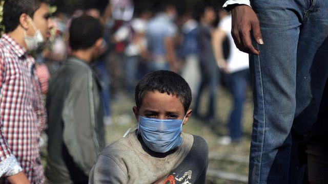 Les réactions tournent à l'affrontement violent avec les forces de l'ordre (ici, près de la place Tahrir, au Caire). [Khalil Hamra - Keystone]