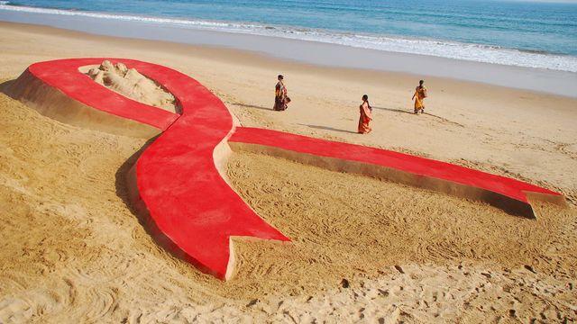 Le 1er décembre est la journée mondiale de lutte contre le sida.  [Asit Kumar - AFP]