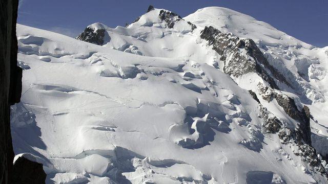 Les risques d'avalanche sont marqués suite à la neige qui s'est accumulée par endroits en montagne cette semaine. [Keystone]
