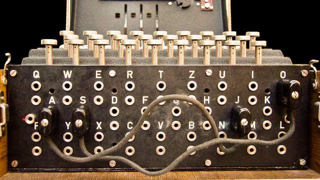 Claviers de la machine Enigma. [Bob Lord - CC BY SA (Wikipédia)]