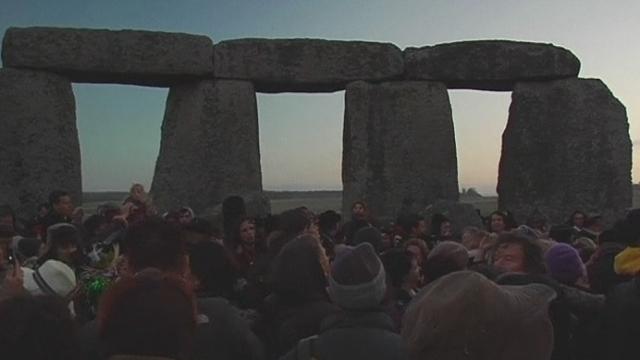 Le solstice d'hiver célébré à Stonehenge