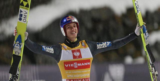 Schlierenzauer rejoint le club très fermé des sauteurs ayant remporté deux Tournées d'affilée. [Matthias Schrader - Keystone]
