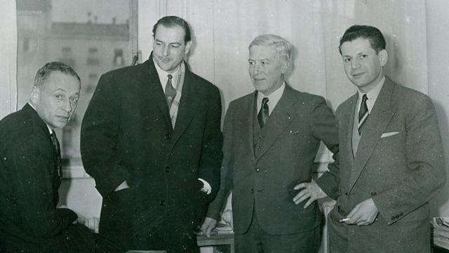 L'alpiniste René Dittert, le reporter Henri Meyer de Stadelhofen, le Dr Edouard Wyss-Dunand, Robert Ferrazino, journaliste, en mars 1952, peu avant le départ de l'expédition suisse pour l'Himalaya.