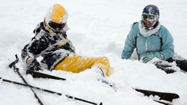 Les risques de collision de ski augmentent lors de forte affluence sur les pistes. [Gudellaphoto - Fotolia]