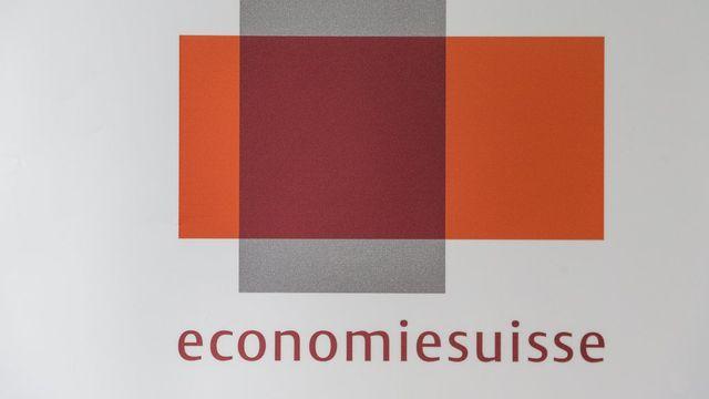 """Economiesuisse s'est payé des adresses comme """"minder-oui.ch"""" ou """"initiative-minder-ja.ch"""", alors que la Fédération des entreprises s'oppose à l'initiative contre les salaires abusifs. [Stefan Deuber - Keystone]"""
