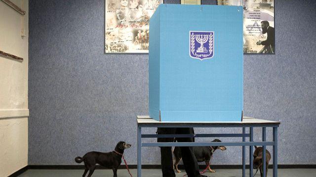 Quelque 5,6 millions d'Israéliens votent pour renouveler leurs 120 députés. [Dan Balilty - AP/Keystone]