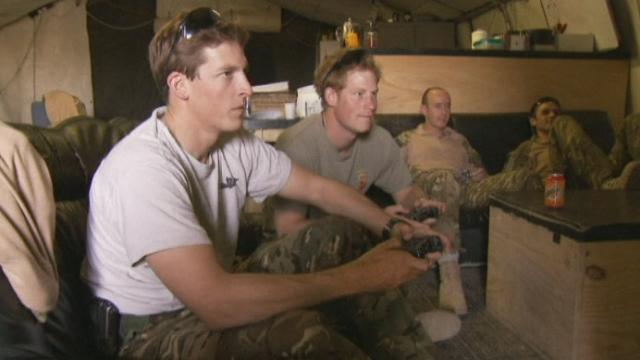 Le prince Harry joue à la PlayStation en Afghanistan