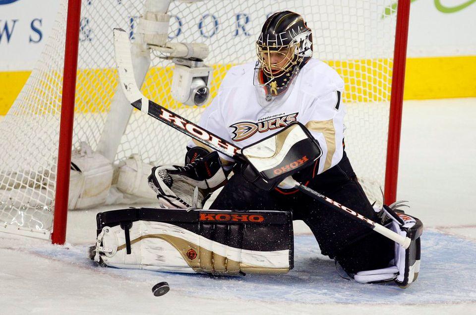 Jonas Hiller a commencé la saison en tant que titulaire dans la cage des Ducks. Cette situation durera-t-elle? [Jeff McIntosh - Keystone]