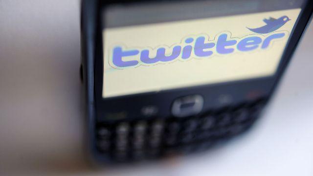 Les tweets en français ne dépassent guère les 2%, mais progressent grâce à l'Afrique. [Fred Tanneau - AFP]