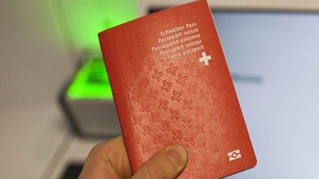 La hausse des naturalisations s'explique par la diminution du risque de refus. [Miro Kuzmanovic - Reuters]